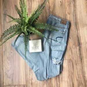 American Eagle Tomgirl Distressed Denim Jeans 0